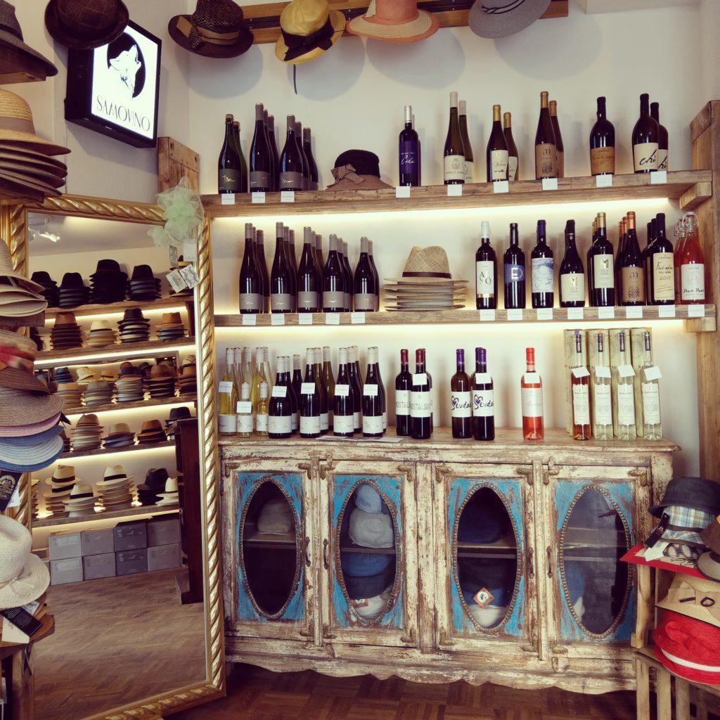 Ein Blick in unseren kleinen aber feinen Wein- & Hutladen
